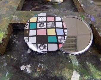 Random Grid Pattern Mirror