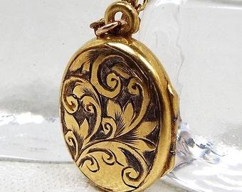 Antique / Art Nouveau Gold Gilt Engraved Swirl Photo Locket Pendant Necklace