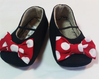MINNIE baby girl shoes.  Black shoes, red bows with white polka dots