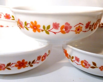 1960s - 70s French Flower Power Pyrex Milk Glass Scania Cereal / Soup / Dessert 14.5cm Bowls by Arcopal.