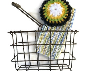Dish Scrubbie Wire Basket Gift Set, 1 Folksy Flower Scrubber,Double-Layered Nylon Scrubber & 1 Hand-Knit Dishcloth in a Cute Metal Basket