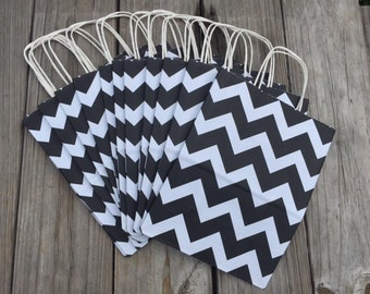 20 Pack Black & White Chevron Gift Bag with Handle 8 x 4 x 10