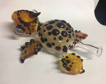 Glass Horned Sea Turtle Tobacco Pipe