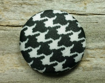 Black and white houndstooth fabric covered buttons (size 60, 40, 32, 20, or 18)