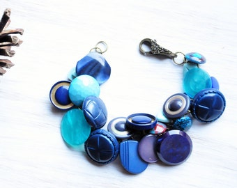 Blue button bracelet, Ocean Blue jewelry, Chunky Charm bangle, Gifts for mom, Button jewelry, Friendship bracelet, Auntie gifts, Navy blue