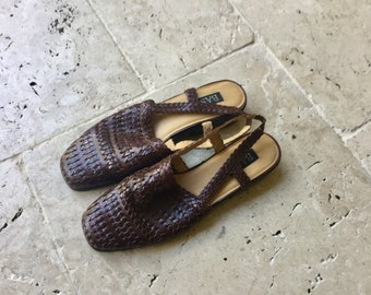 vintage leather slipper, woven leather beach summer, sandals, slip ons, loafers, brown flats 90's, size 10 M bass summer shoes