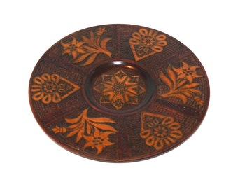 Vintage Handcarved Brown Wooden Plate Woodburning Pyrography Polish Decorative Round Ornament Plate traditional wooden wall hanging flowers