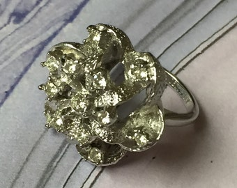 Silver Rhinestone Celebrity Buttercup Vintage Dinner Ring