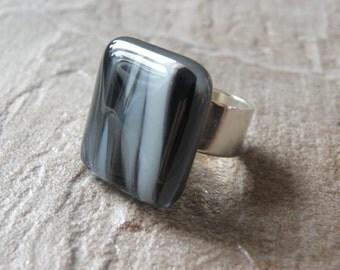 Adjustable ring in fused glass, handmade in québec, unique piece, craftsman