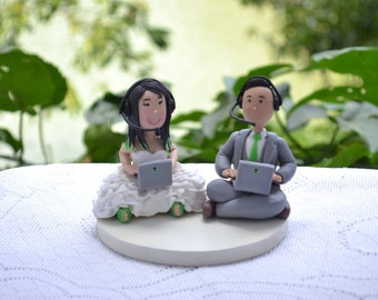 Small Wedding cake topper or centerpiece. Gamer couple. Handmade. Fully customizable.