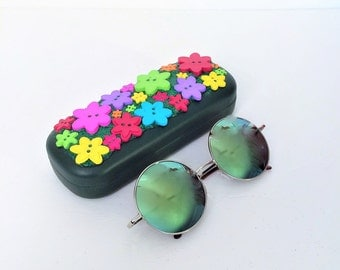 Hippie Sunglasses with 60's Daisy Flower Sunglasses Case