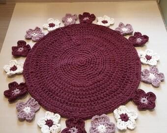 Superbe tapis à fleurs réalisé au crochet en trapillo