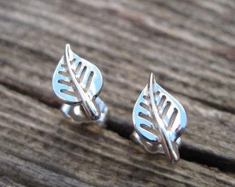 White Gold stud Leaves earrings, Gift for her, Dainty gold earrings, Leaf earrings, stud earrings, natural earrings, Gold Leaves earrings