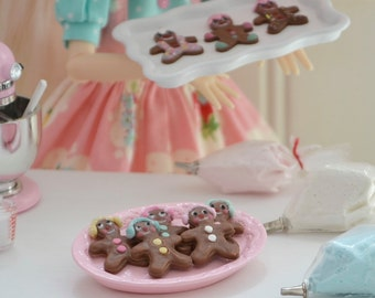 Sweet Petite Play Scale 1:6 scale Christmas Gingerbread Cookies with Pink Serving Tray for Blythe