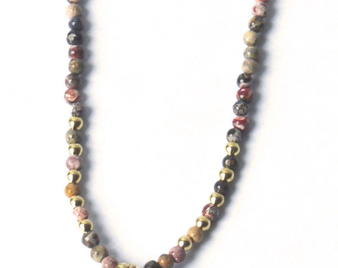 RAS of the neck with a horn pendant and semi precious beads