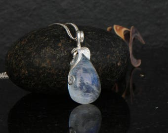 Blue flash moonstone pendant, dainty moonstone necklace, sterling silver, rainbow moonstone, blue moonstone pendant.