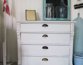 antique countrystyle chest of drawers