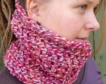 Chunky Wool Cowl, Raspberry Red Tube Scarf, Natural Wool Silk Winter Cowl, Crochet Tube Scarf, Variegated Red Winter Scarf, Boho Cowl