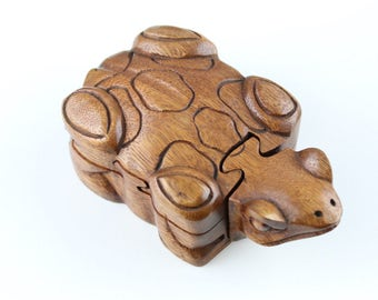 Frog secret hidden box - Puzzle box in frog shape - hand carve wood puzzle box - decorative wood box - carved frog box