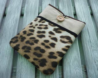 Kindle Voyage sleeve, Kindle paperwhite case, Kobo Touch sleeve,  Kobo Glo HD case, cover with pocket, padded - SALE - Animal Print