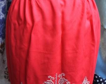 Scarlet dorset stcihery apron REF 493