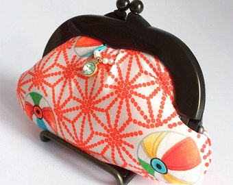 Gamaguchi (purse with a clasp on top of its mouth) with retro styled patterns