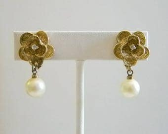 Gold Tone Floral Clear Crystal Pearl Dangle Clip Screw Back Earrings