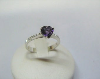 Amethyst heart ring 18 carat White Gold Diamond Solitaire