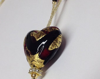 LOVE: necklace with pearls of glass and metal (no nickel).