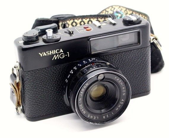 Yashica MG-1 Rangefinder 35mm Film Camera with case – Very good condition and tested - Working metering c.1975
