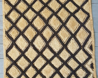 Kuba cloth piece from Democratic Republic of Congo: handwoven raffia with cut pile embroidery