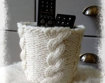 Pot and its cache pot knitted cable