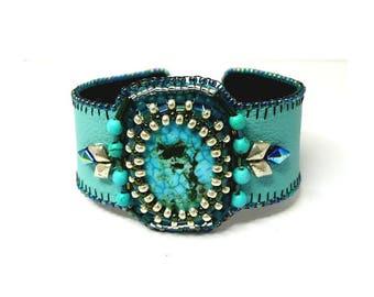 Bracelet véritable turquoise brodée