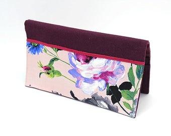 Porte chéquier en coton prune et tissu rose pâle à fleurs