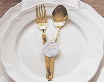 Benutzerdefinierte kleine marmorierte Geschenkanhänger in Gold für Platzkarten, Gastgeschenke, Tischschmuck, Etiketten   Unter 52 Stücke