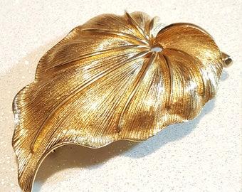 Vintage Goldtone Leaf Pin Brooch Signed Monet