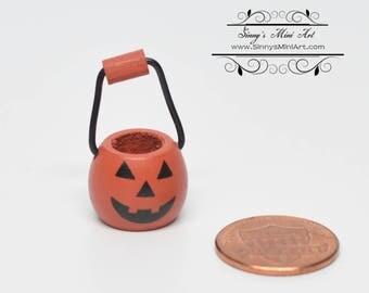 1:12 Dollhouse Miniature Pumpkin Basket with Handle/Miniature Halloween TL JCD1995-21