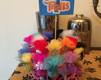 24 pice dubbed layer trolls  lollipop centerpiece