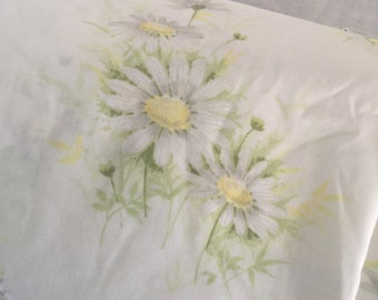 Vintage Springmaid Full size yellow daisy sheet set, Free shipping!
