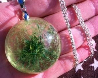 Dandelion in resin, a large dandelion, dandelion pendant, dandelion greens, colorful pendant, resin flowers, fashion necklace dandelion