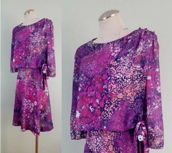 1970s Watercolor Floral Day Dress / Sheath with Tie Waist Overlay / Purple, Pink, Lavender Flowers / Modern Size Plus Size, XL-1X-2X