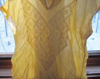 70's Light Yellow Cap Sleeve Embroidered Front HIPPIE Peasant Top Small B36