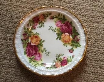 Old country roses Royal Albert pin dish trinket jewellery dish 1960s gold trim