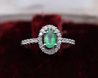 T50 Daisy ring in 9k white gold set with 0.4ct emerald and 0.2ct diamonds