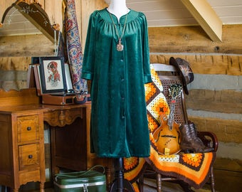 SALE was 25 - Vintage 1960's emerald green velour housecoat