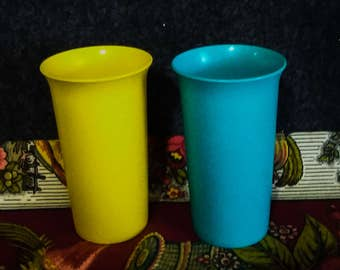 2 TUPPERWARE 2874 Tumblers      PreOwned  in Excellent Condition