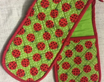 Ladybird Oven Gloves - Quilted & Appliqué - Red and Green