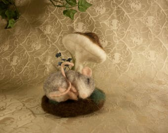 Needle Felted Mouse, felted gray mouse, sleeping mous