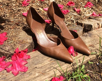 Vintage Salvatore Ferragamo Pumps // Made in Italy // Brown leather pumps // womens heels size 8 // Pointed Toe Pumps