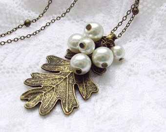 Pearl Necklace - Oak Leaf jewelry - pearl jewelry - woodland jewelry - Vintage Oak Leaf Necklace - Oak jewelry - Leaf pendant - gift for her